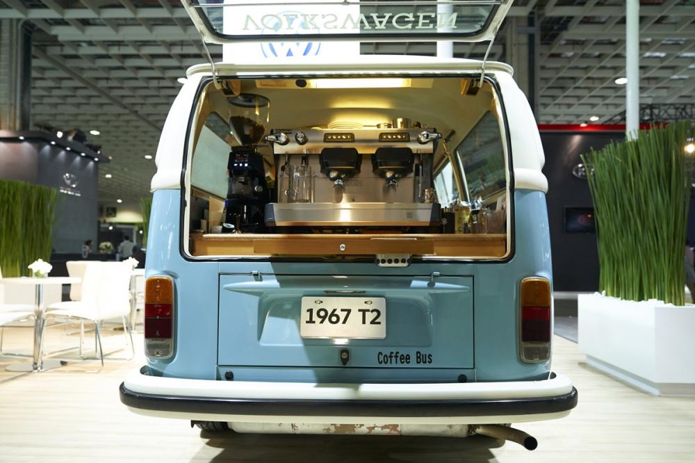 行動咖啡巴士,充滿著特殊的迷人情懷,喝咖啡還可以欣賞老車,是車迷們心中一大樂事。