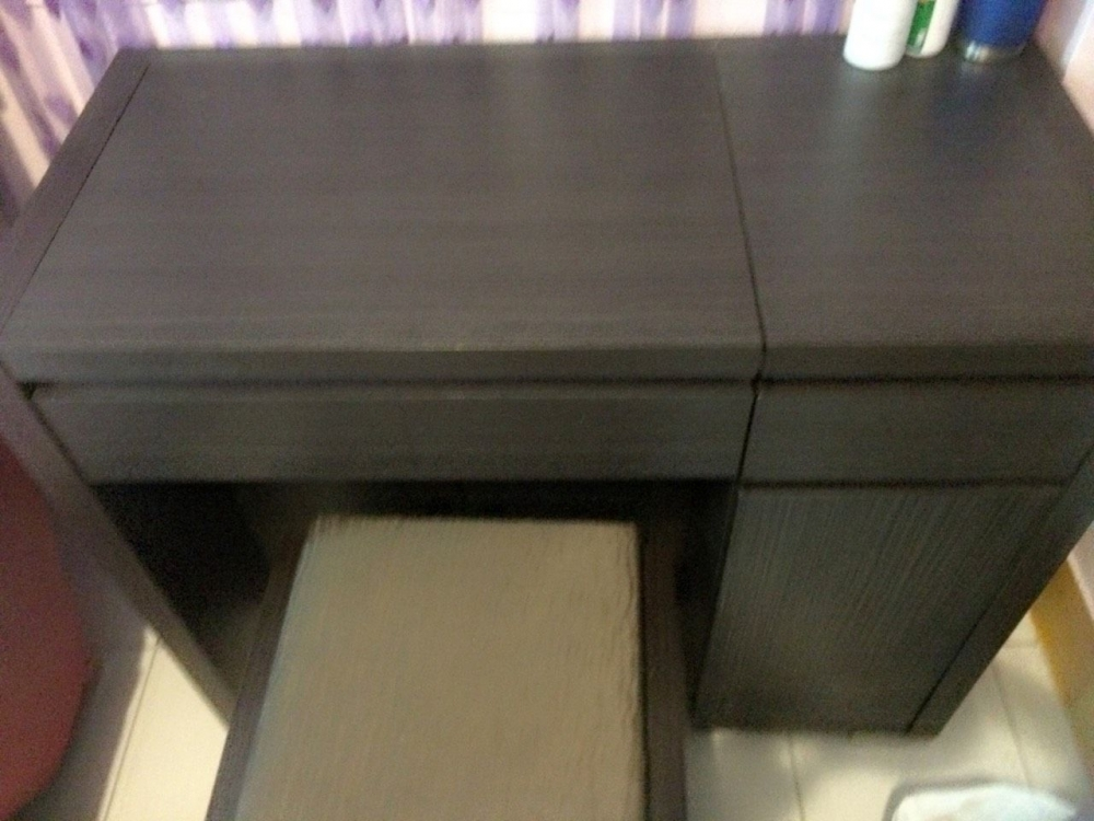 胡廣雯習慣各類型的物品都要放在固定的位置,化妝櫃也暗藏巧思。