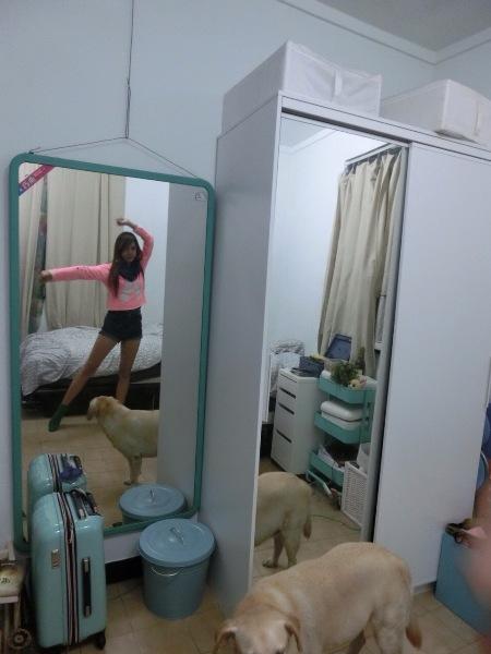盧佳俐房間擺著大面鏡子,方便對著鏡子練舞。
