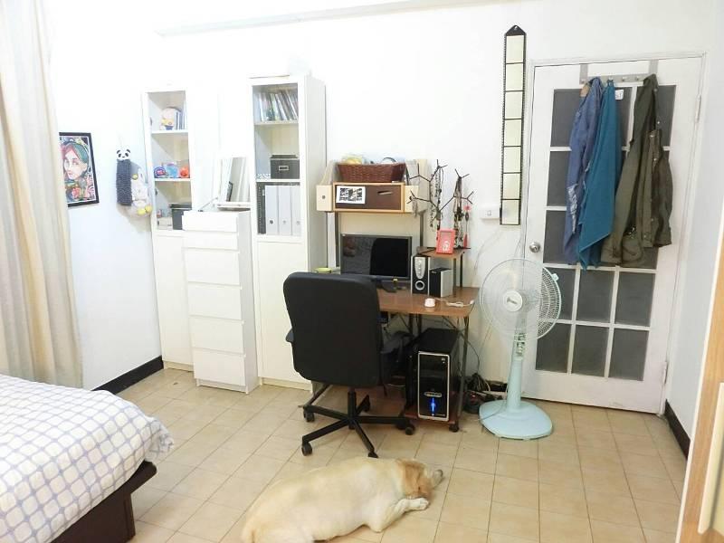 盧佳俐高雄房間為白色系歐式風,愛犬May May很喜歡來這邊睡覺。