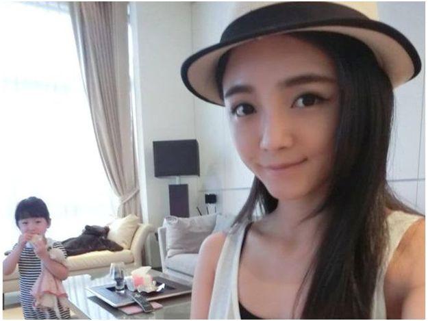 上質名媛夏黃廉盈1年前從台北市區搬到了郊區,入住5層樓的別墅。