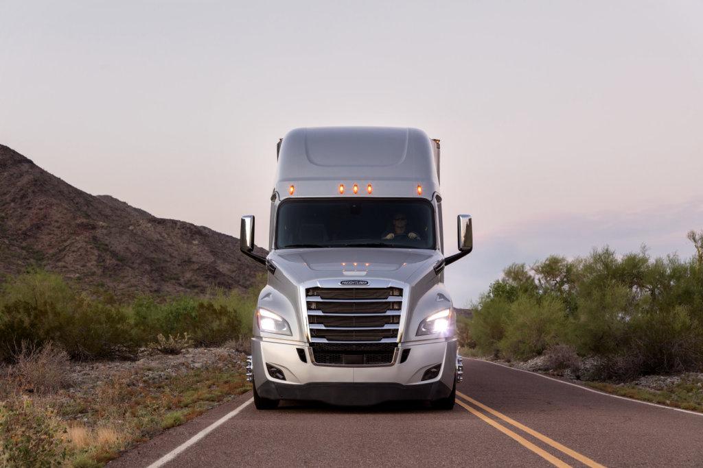 DAIMLER斥資新台幣176億元在研發卡車自動駕駛