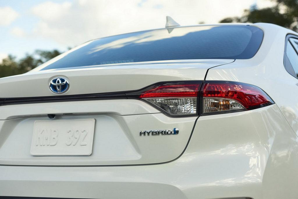 換裝四輪驅動!TOYOTA Corolla Sedan將完美移植Prius動力規格?