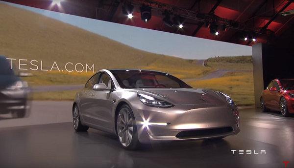3.5萬美元更親民!TESLA入門電動車Model 3正式發表