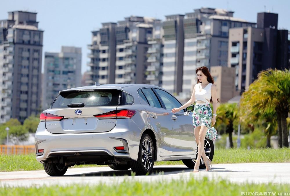 【♀ 冠儀試車日記】不只換膚 安全科技一次滿足 Lexus CT200h豪華版