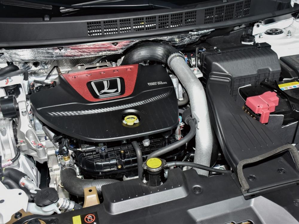 新開發的1.8升雙渦流渦輪增壓引擎在精心調教下,擁有222hp/33.6kgm的動力數據。