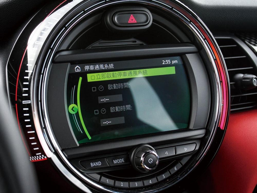 駕駛可以設定時程,讓車輛提前開啟通風設備,降低上車前的車室溫度。