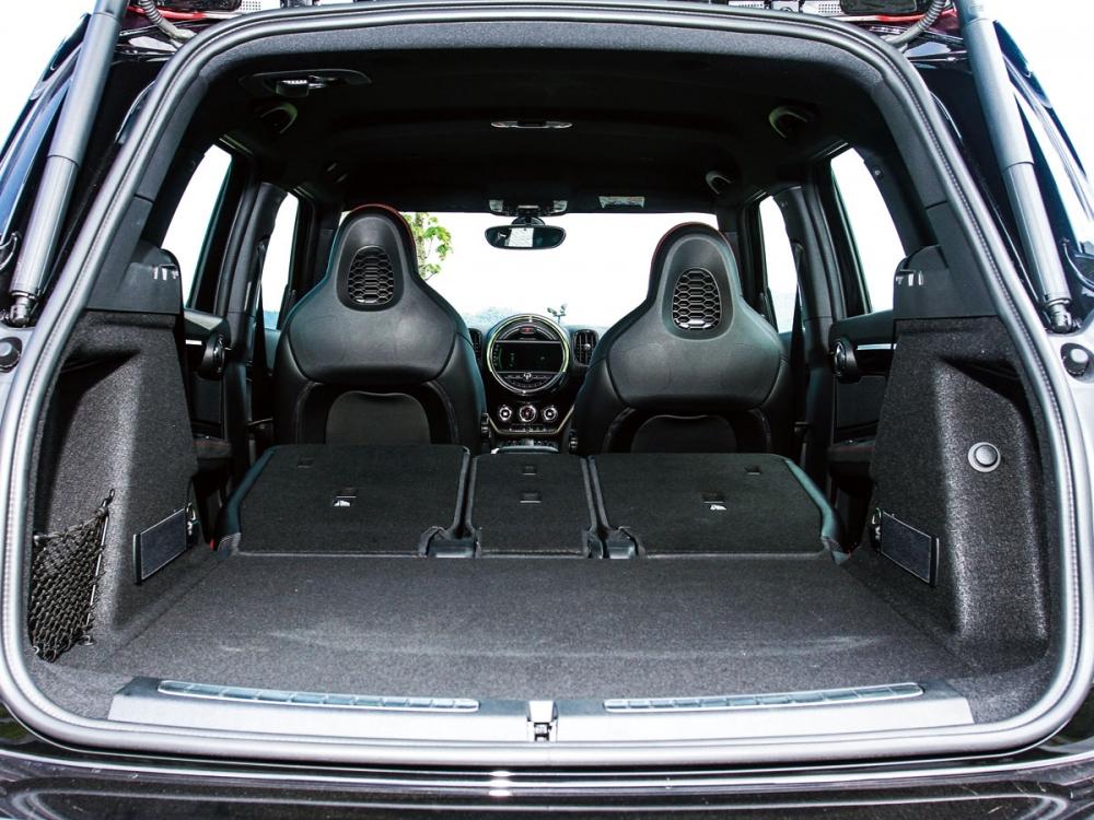 透過座椅傾倒,可釋放出1390公升的行李廂容積。