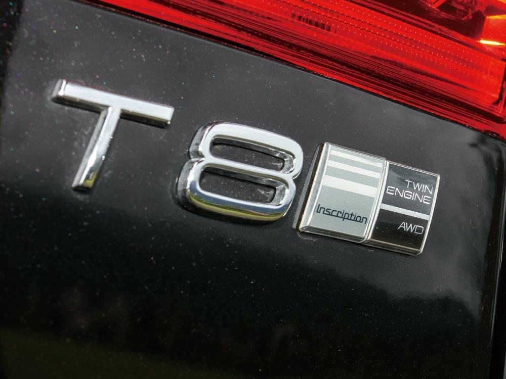尾門上除了T8動力銘牌,還有Inscription與AWD等徽章。