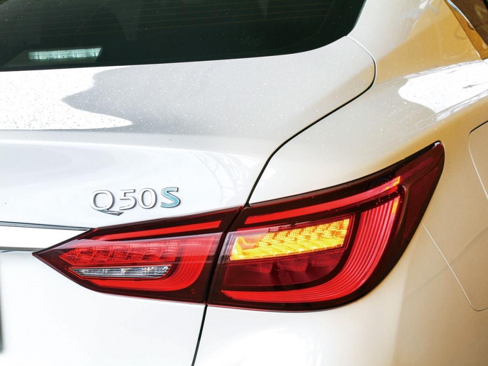 與東瀛戰神GT-R相同的高辨識度,車尾燈採用3D立體曳光式設計。