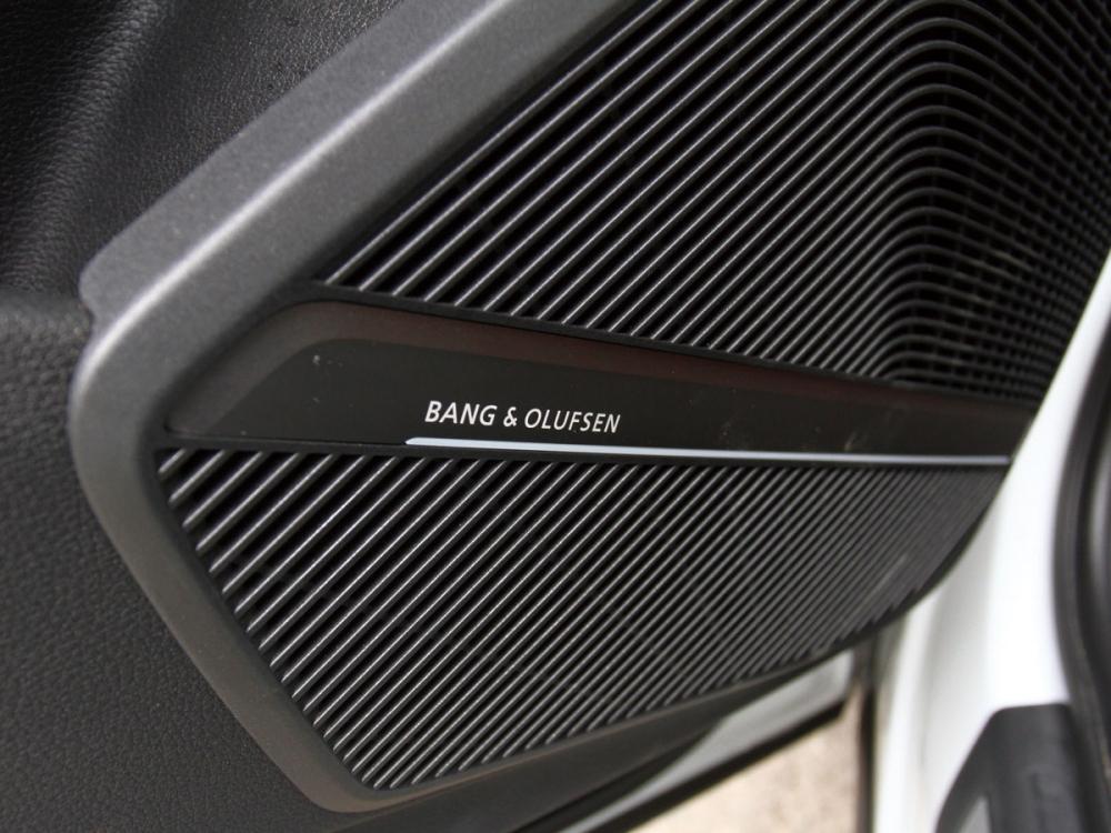 SQ5標配Bang&Olufsen 3D環繞音響系統含19支揚聲器,讓車內擁有超越同級的音樂饗宴。
