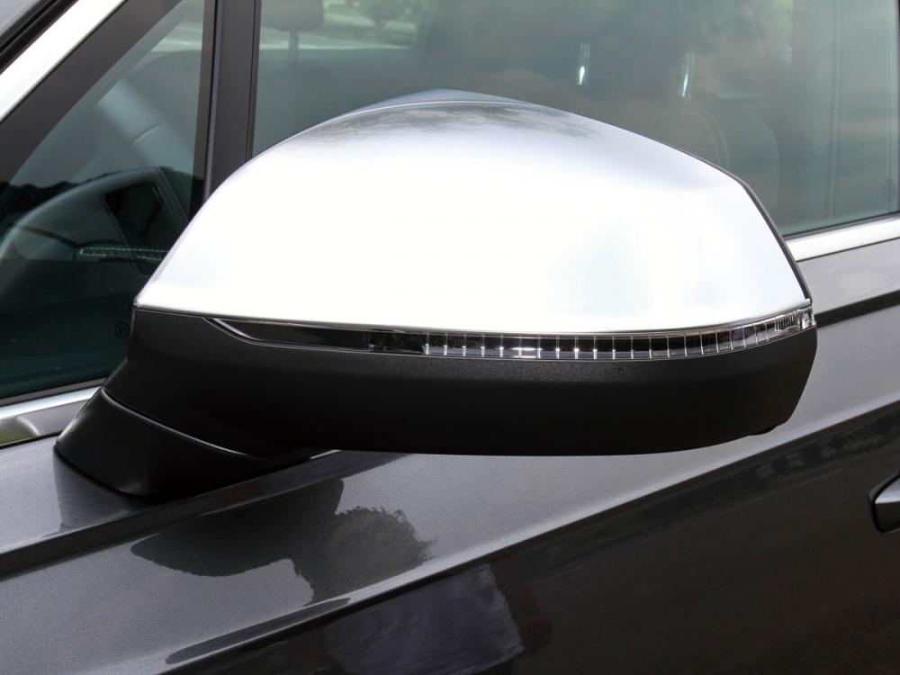 鋁合金塗裝後視鏡為S車型專屬配備。