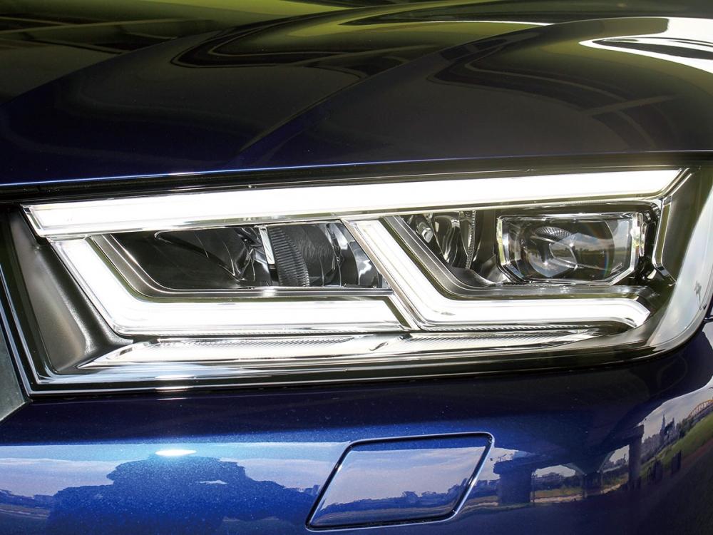 頭燈組為全新造型的極線LED設定。