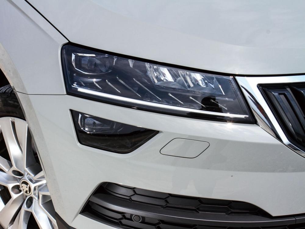 鑽石切割造型LED頭燈讓車頭看上去質感倍增。