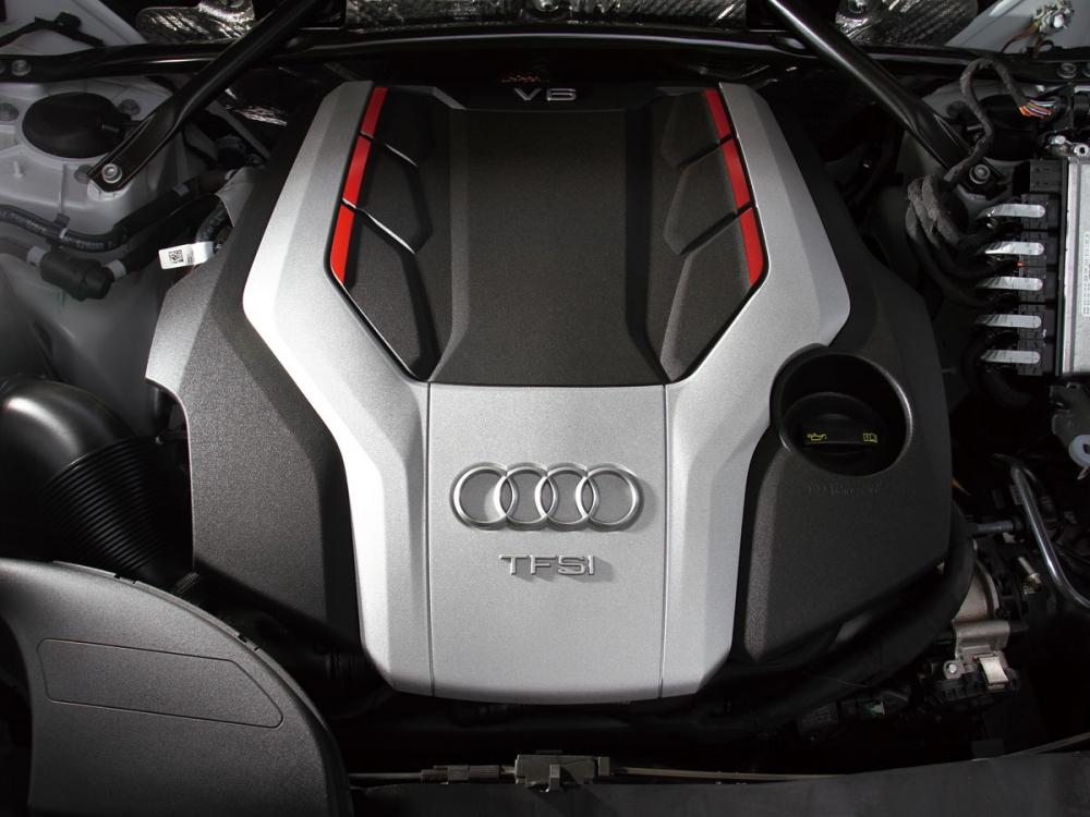 搭載的3.0 升 V6渦輪引擎,可釋放354hp馬力和扭力51.0kgm,僅需5.4秒就能達到100 km/h的車速。