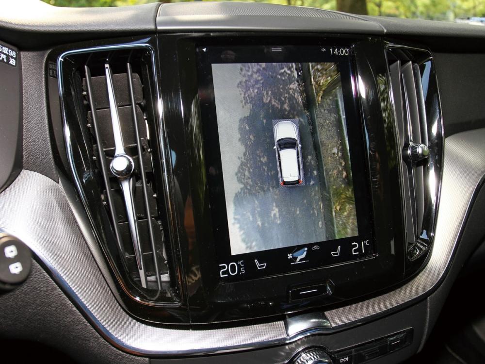 9吋的觸控式中控螢幕,也提供360度環景顯示。