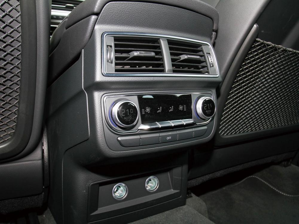 全車採日照感應式四區恆溫空調系統,其中兩區為第二排獨立控制。