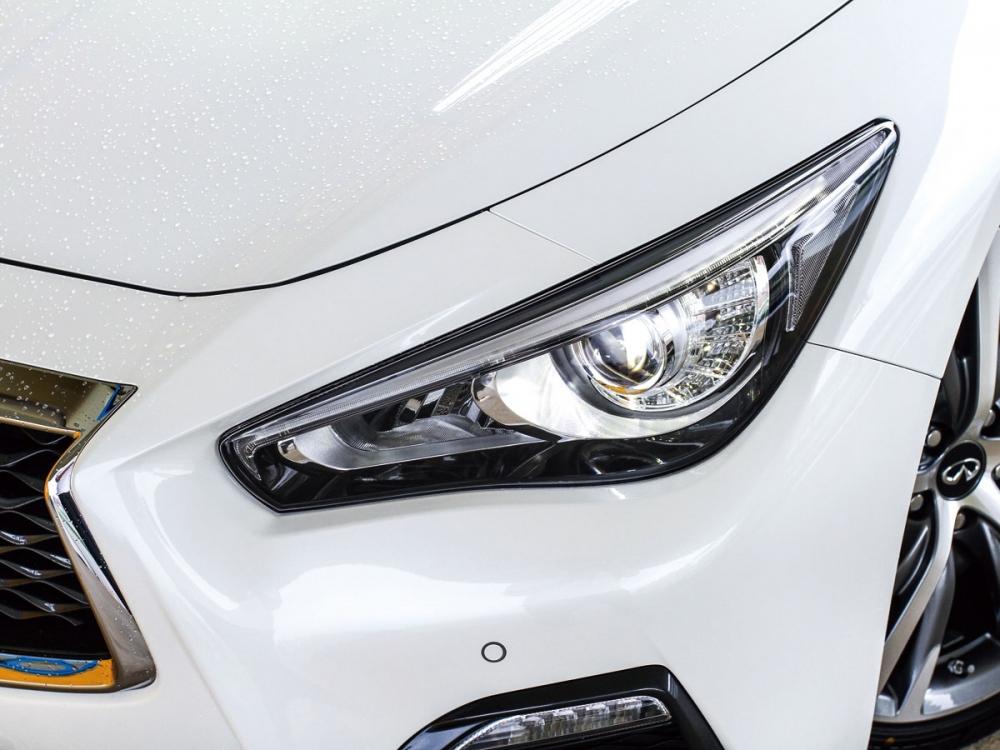 狩獵者LED頭燈一舉將車頭的霸氣感提升至更為凌厲的冷酷氣質。