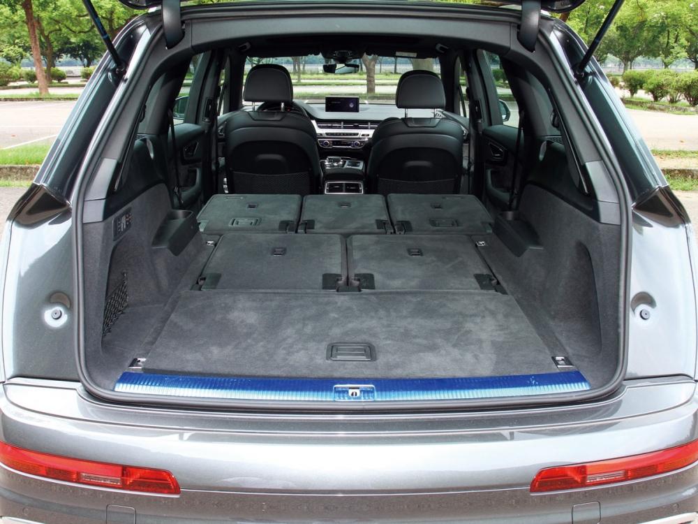 SQ7雖然是性能車型,但一樣有強大的座椅變化機能。