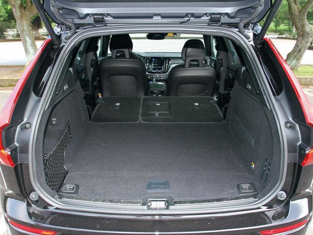 60/40分離座椅打平之下,能將行李廂空間擴增至1432公升。