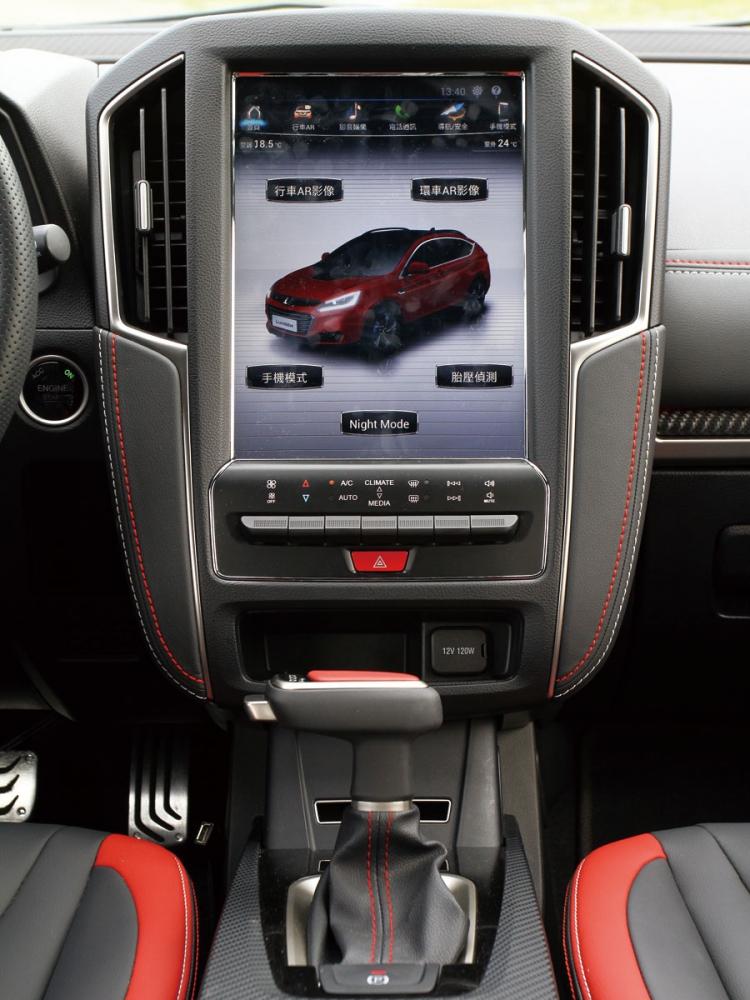 12吋多功能HD觸控式中控螢幕,並可選擇車上鏡頭觀看四周環境是否來車與危險。