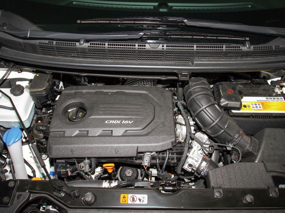 1.7升柴油引擎,採用共軌直噴供油系統與eVGT電子可變幾何渦輪增壓技術,使得動力來到141.4hp最大馬力,扭力峰值則是34.7kgm。