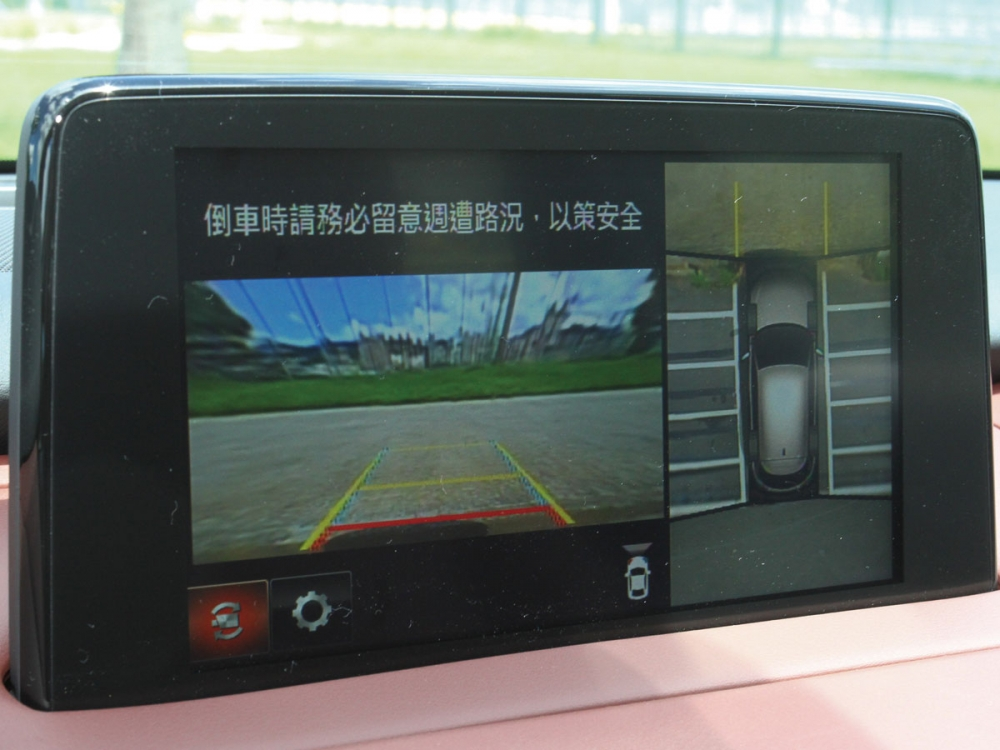 CX-9在SKY-G 2WD旗艦型以上標配360度環景輔助系統。