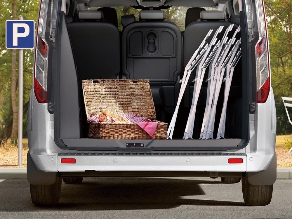 長軸版的車型上可創造同級超大約1930公升的行李廂容積。