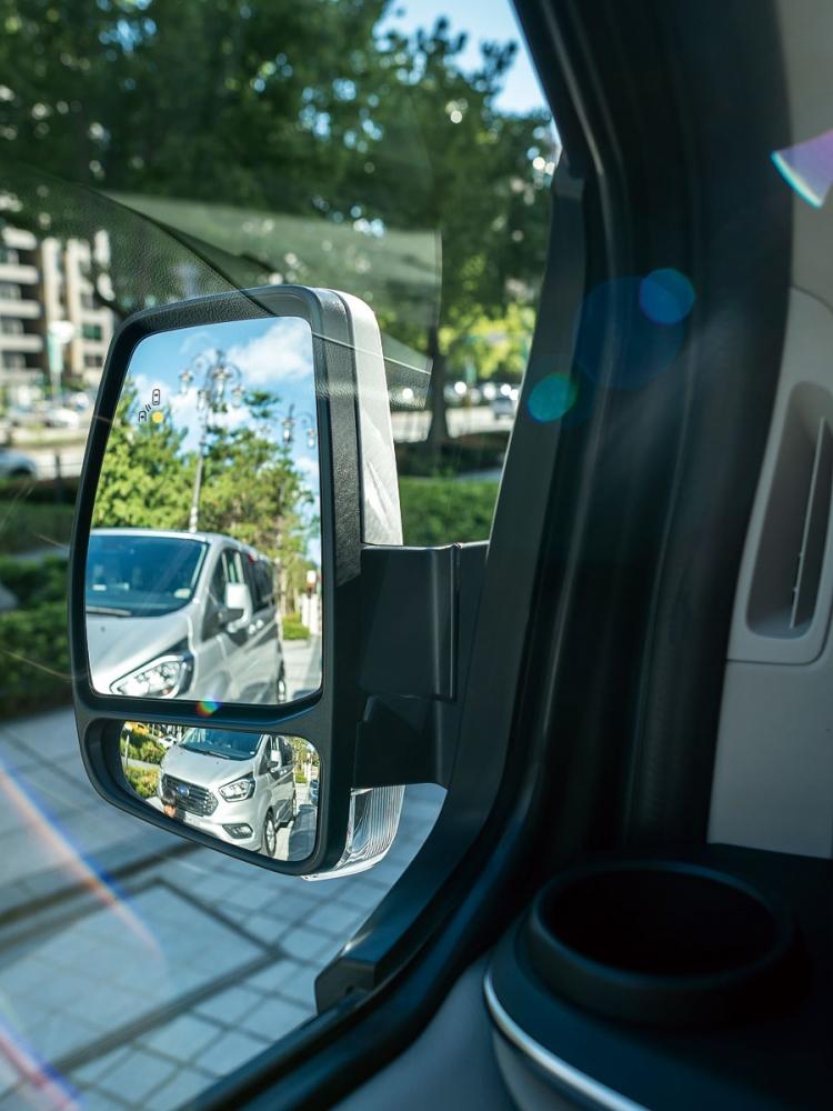 同級唯一BLIS視覺盲點偵測系統,讓車側盲點無死角。