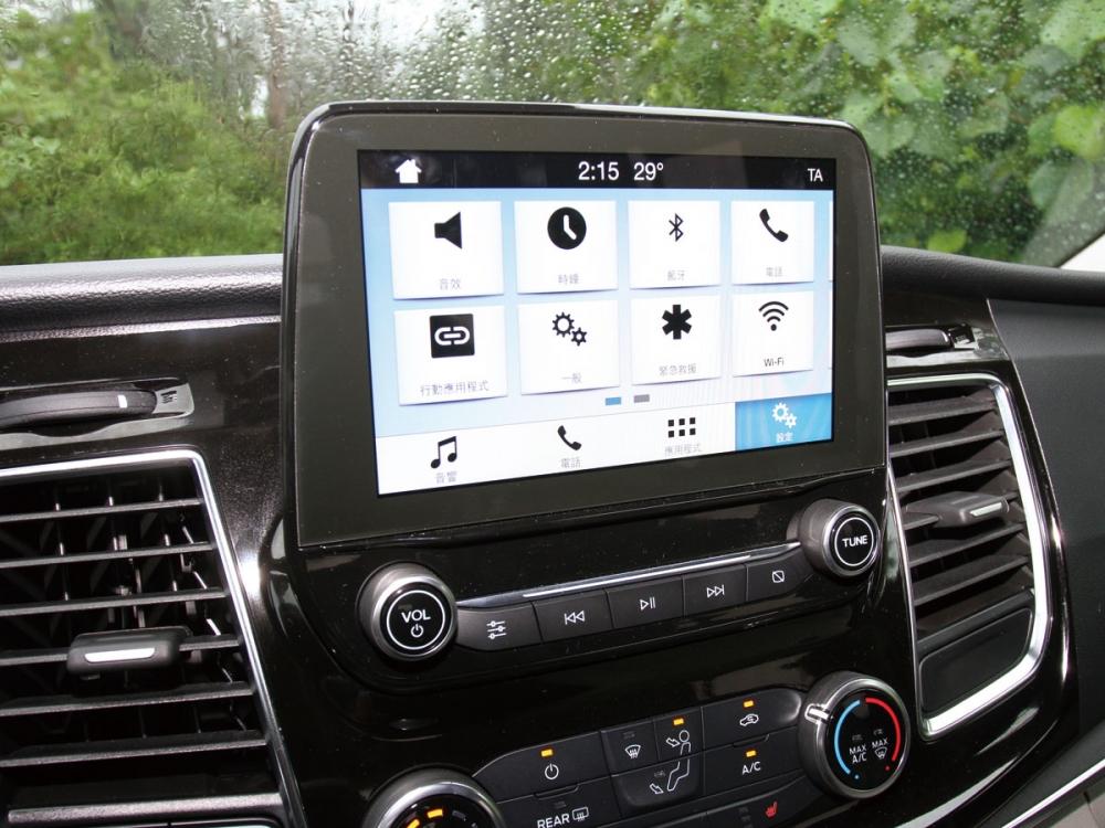 中控配置了8吋彩色觸控螢幕,整合了SYNC 3中文娛樂通訊系統並支援Apple CarPlay及Android Auto的連結。