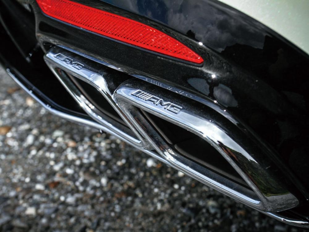 AMG獨有的尾管裝飾,突顯S63 Coup 4MATIC+的不凡姿態。