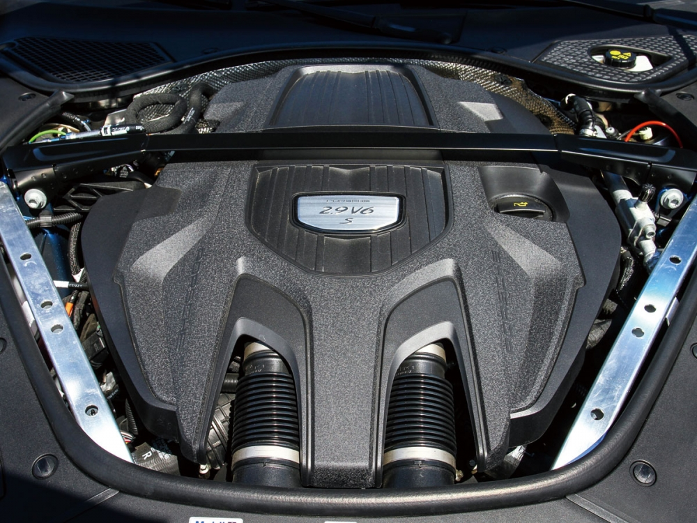 全新2.9升雙渦輪增壓引擎,440hp最大馬力可在5650-6600rpm轉速域間全數釋放,而在轉速1750-5500rpm之間也形成一扭力高原,爆發出56.1kgm的扭力峰值。