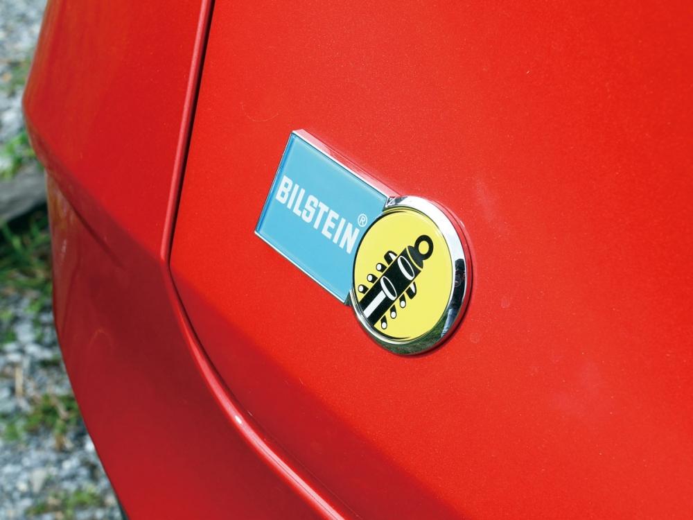 於車尾門上的德國避震大廠Bilstein的銘徽,也強調GT220配備該廠避震器。