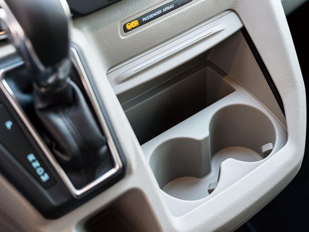 全車共有8組的置杯空間,提供車內乘客的便利使用。