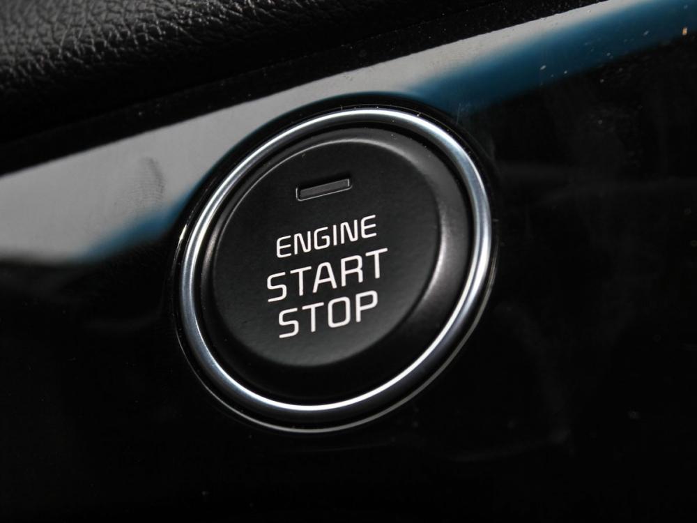 引擎啟動方式改為Keyless,配有Push & Smart key智慧感應啟動系統。