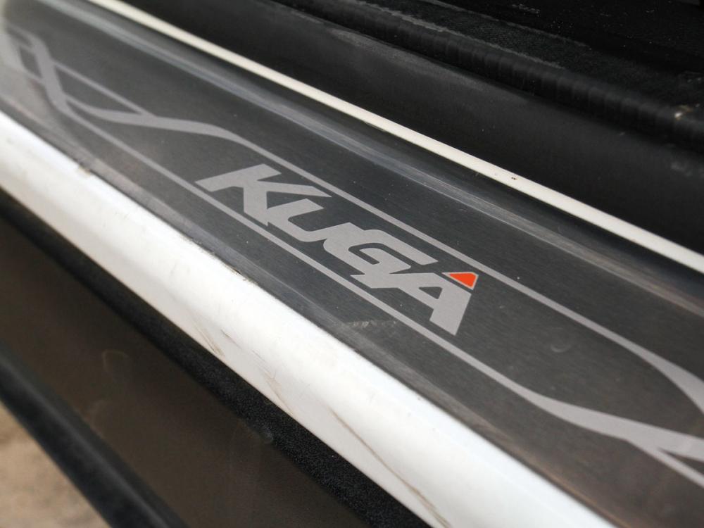 Kuga勁黑版於門檻加入印有Kuga字樣的勁極迎賓踏板。