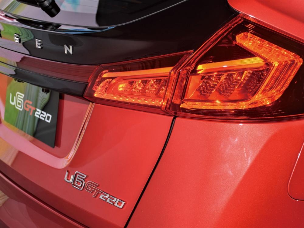 尾燈組導入LED設定,閃耀高辨識度迷人光芒。