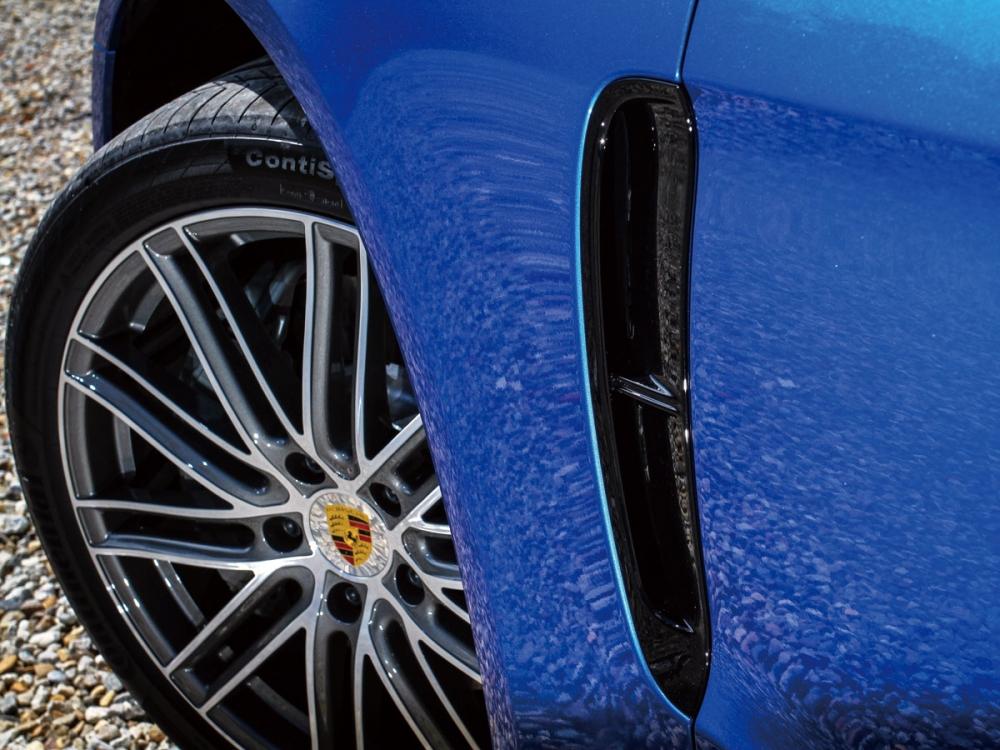 前葉子板的空氣導流孔,提供引擎良好的散熱效果及穩定車輛的空氣力學。