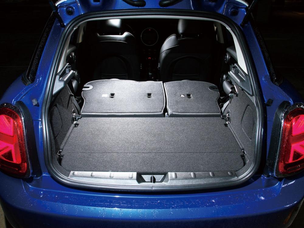 具備了60:40分離的座椅傾倒裝置,用來載運物品也十分便利。