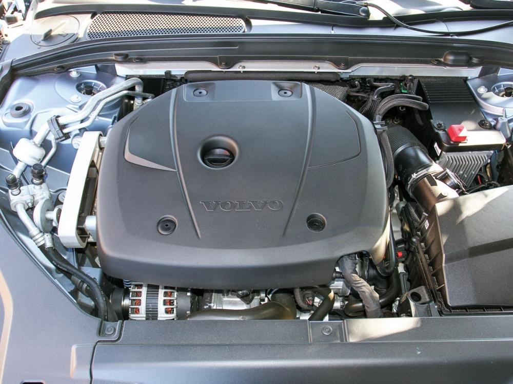 2.0升T5引擎,能輸出254hp的最大馬力、最大扭力為35.7kgm,搭配Geartronic 8速手自排變速箱,從靜止加速至100km/h只要6.8秒。