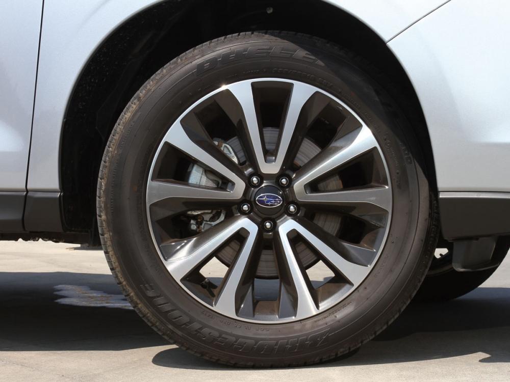 18吋雙色鋁圈,讓整體造型呈現更為動感。