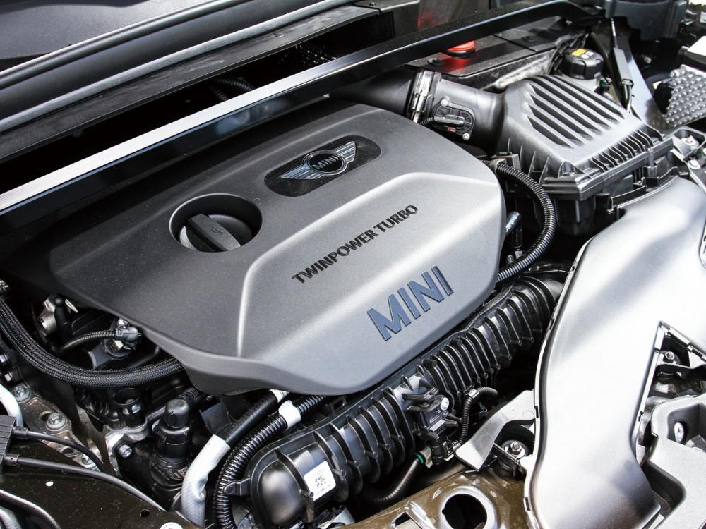 這具2.0升渦輪增壓引擎經過調教,可爆發出231hp/35.7kgm的優異動能。