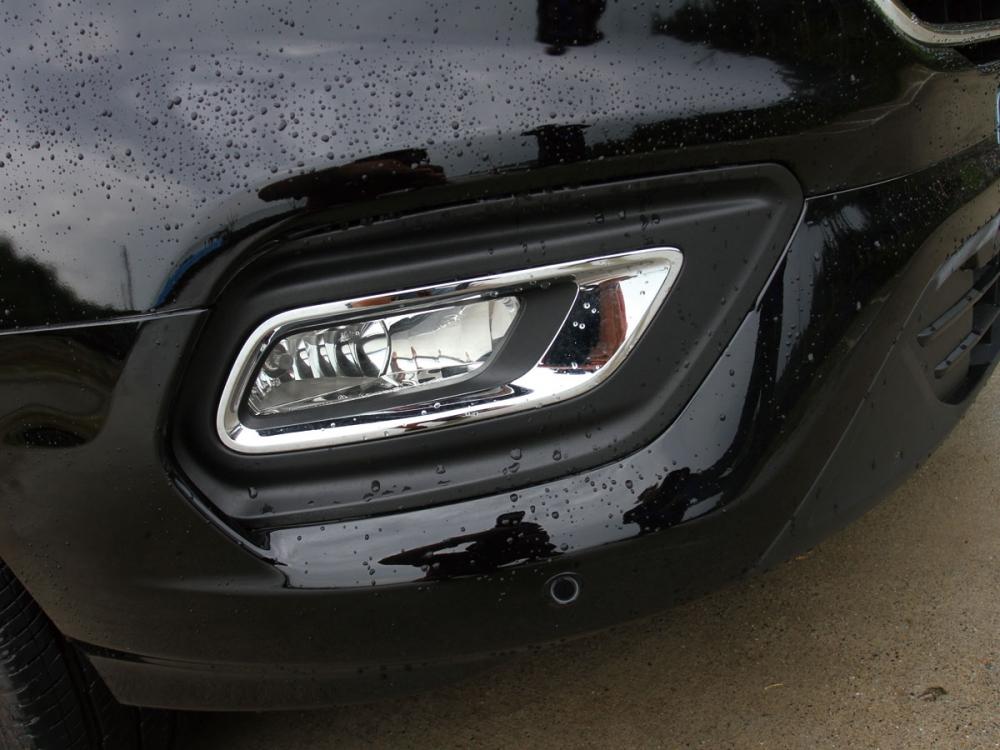 於保桿下方的霧燈設計,提供了停車時的下方照明。