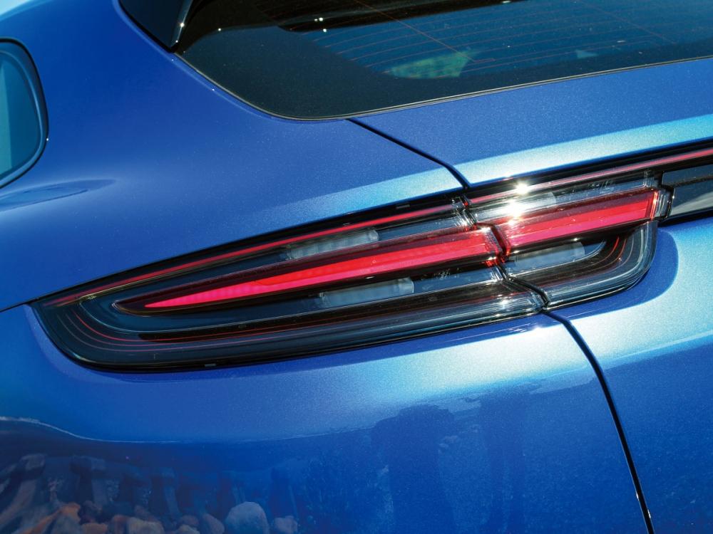 選配燻黑式尾燈讓Panamera 4S Sport Turismo更具跑格。