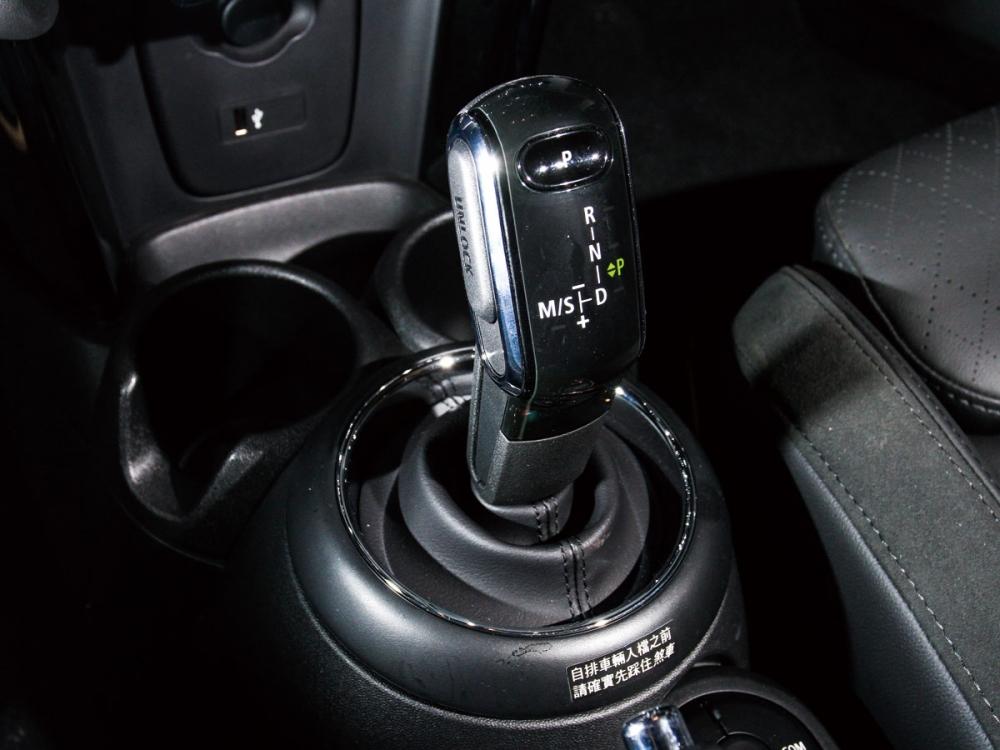 Visual Boost 6.5吋繁體中文螢幕,整合了音響系統、行車電腦資訊、藍牙通訊等多項功能。