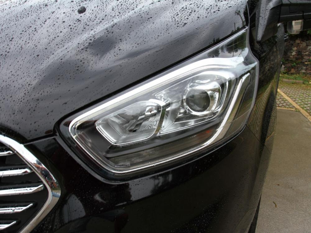 全新設計的頭燈組具備更玲巧的樣貌感官。
