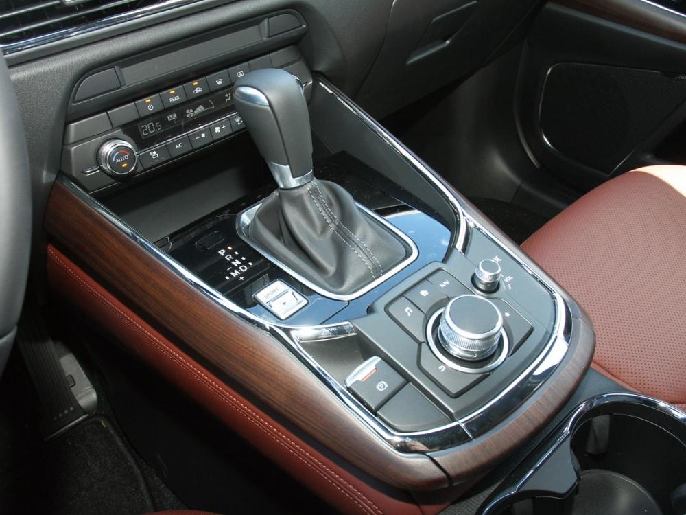 亞光原木飾板將車內優雅舒適的程度又往上帶一個層次。
