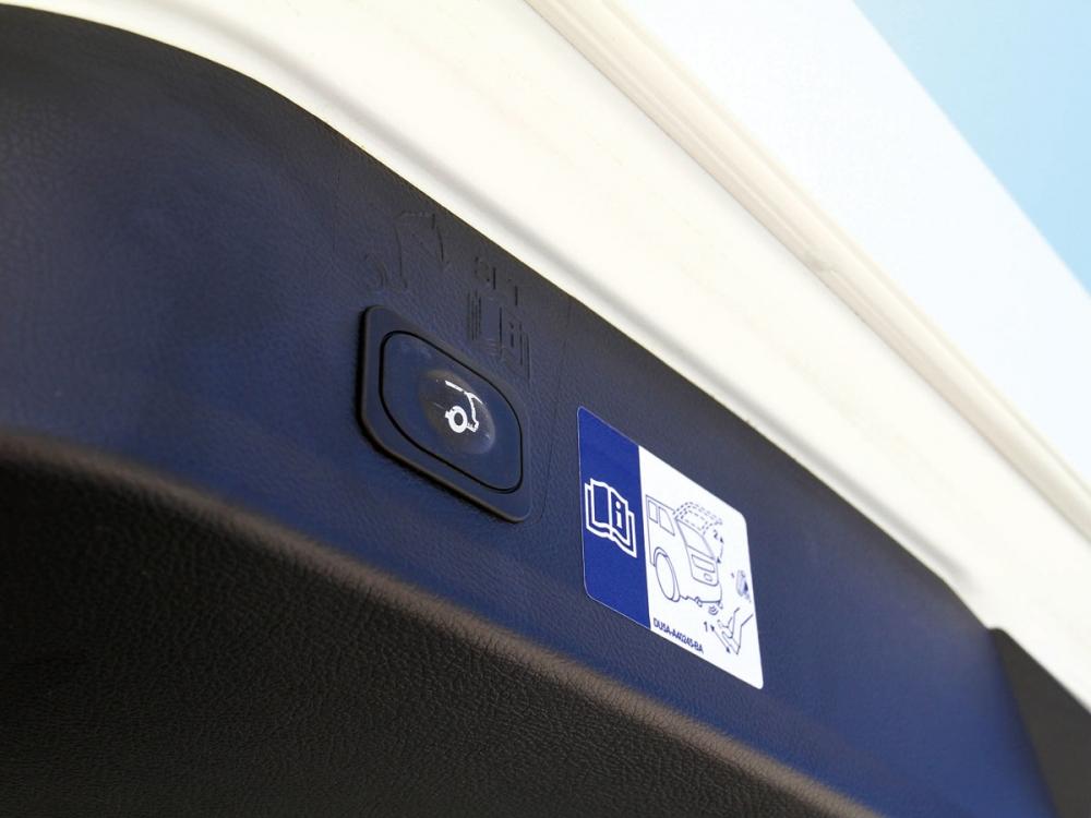 電動尾門還包含腳踢感應式開啟,便利度大幅增加。