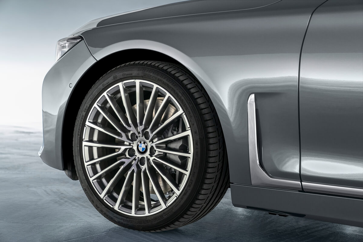P90333064_highRes_the-new-bmw-7-series.jpg