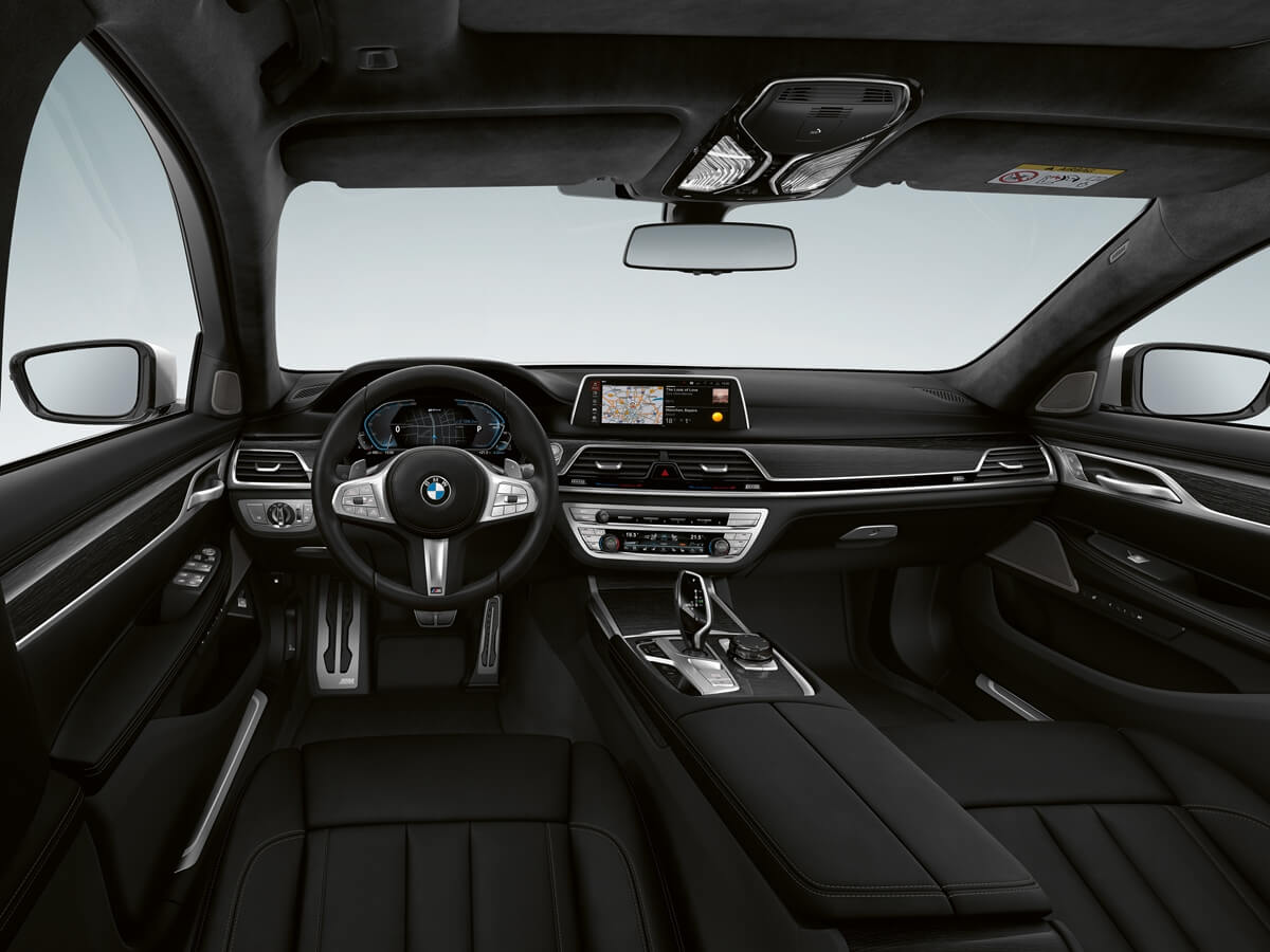 P90335799_highRes_the-new-bmw-745e-int.jpg